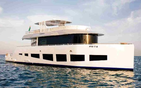 hire yacht dubai, capacity 40-60 people