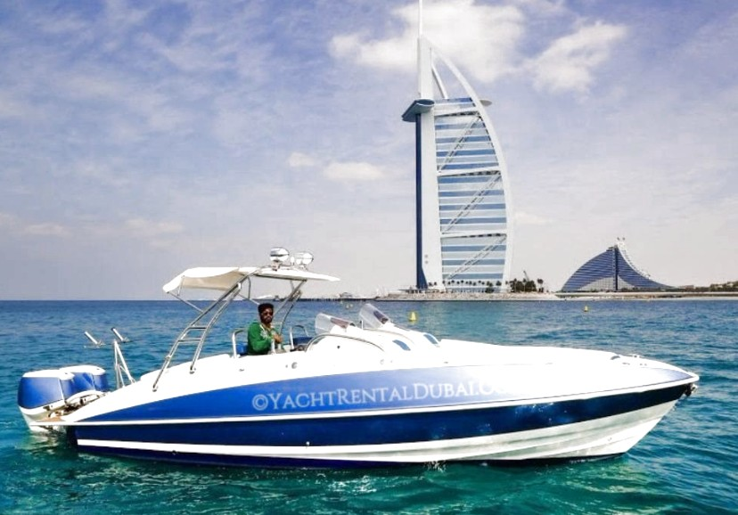 Boat rental in Dubai Marina. Boat 35 ft, with capacity for 5-10 people
